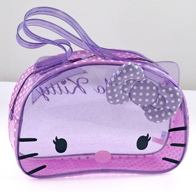 Bolso Boston transparente de color lila con topos Hello Kitty
