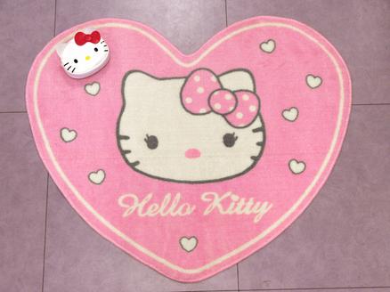 Alfombra de la Hello Kitty en forma de corazón