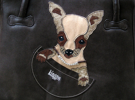 Bolso marrón aplicación bordada y collar strass 20x40x30 Chihuahua