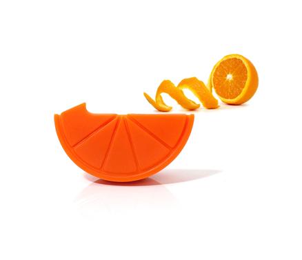 Pelador de fruta con forma de naranja