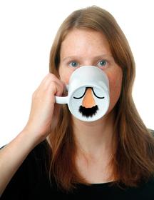 Mug de porcelana con la nariz de hombre con bigote