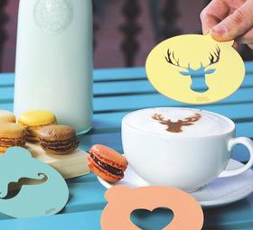Plantillas para el café con leche con forma de corazón, ciervo y bigote