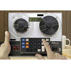Calculadora y alfombrilla de ratón en forma de radiocassette