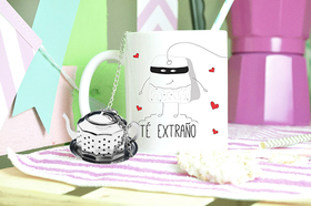 Taza original Té extraño con infusor y placa corazón rojo grabada