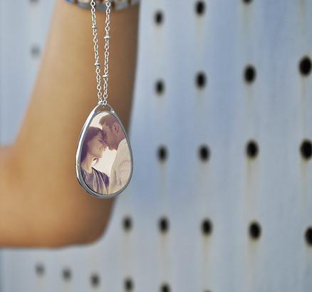 Collar colgante lágrima personalizable